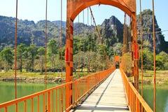 Ponte sopra il fiume di canzone Fotografie Stock