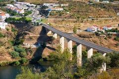 Ponte sopra il fiume di Guadiana Mertola portugal Fotografia Stock