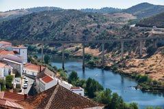 Ponte sopra il fiume di Guadiana Mertola portugal Immagini Stock Libere da Diritti