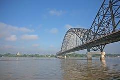 Ponte sopra il fiume di Irrawaddy immagine stock libera da diritti