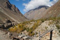 Ponte sopra il fiume di Phandar nel Pakistan del Nord Fotografia Stock Libera da Diritti