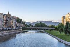 Ponte sopra il fiume di Segre Balaguer Lleida Spagna fotografia stock