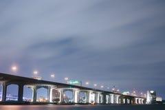Ponte sopra il fiume di St Johns alla notte. Fotografie Stock Libere da Diritti