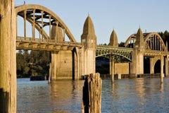 Ponte sopra il fiume Florence Oregon di Siuslaw Fotografia Stock