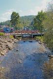 Ponte sopra il fiume Little Pigeon in Gatlinburg, Fotografie Stock