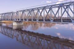 Ponte sopra il fiume in primavera Fotografia Stock Libera da Diritti