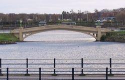 Ponte sopra il southport marino Merseyside del lago Fotografia Stock