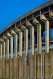 Ponte sopra la diga al parco di Spring Hill fotografia stock