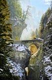 Ponte sopra la gola di Viamala in alpi svizzere, Svizzera Immagine Stock Libera da Diritti