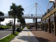 Ponte sopra la strada alla passeggiata del porto di Kagoshima Fotografia Stock