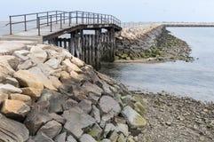 Ponte sopra le acque basse Immagine Stock