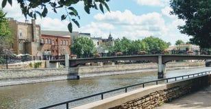 Ponte sopra lo scape della città dell'acqua Fotografie Stock Libere da Diritti