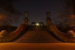 Ponte sopra lo spee del fiume a Berlino Immagine Stock