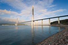 Ponte sopra lo stretto orientale di Bosphorus al tramonto Fotografie Stock