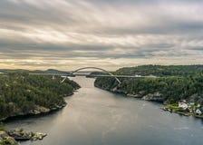Ponte sopra Svinesund - la Norvegia - la Svezia immagini stock