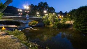 Ponte sopra un fiume francese fotografie stock