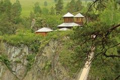 Ponte sospeso al monastero sull'isola di Patmos, Altai, Russia immagine stock libera da diritti