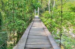 Ponte sospeso di legno Immagini Stock Libere da Diritti