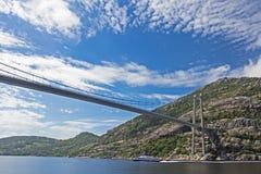 Ponte sospeso sopra il fiordo Fotografia Stock Libera da Diritti