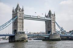 Ponte storico della torre della città di Londra grande il giorno soleggiato Fotografia Stock