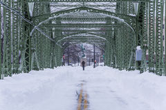 Ponte storico e ristabilito dopo Major Snowstorm - Binghamton, New York fotografia stock libera da diritti