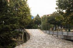 Ponte storico a Tirana, Albania immagini stock libere da diritti