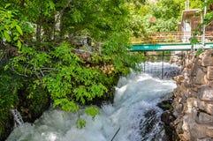 Ponte su un fiume nelle cadute dell'Irak immagine stock libera da diritti