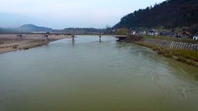 Ponte sul fiume video d archivio