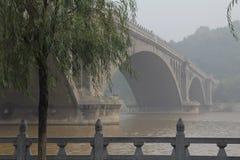 Ponte sul fiume di Yi, Cina Immagine Stock Libera da Diritti