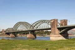 A ponte sul na água de Colônia, Alemanha Imagens de Stock