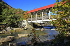 Ponte sulla strada NC della roccia del camino Immagini Stock