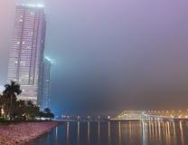 Ponte a Taipa in Macao alla nebbia di notte Immagine Stock Libera da Diritti