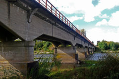 Ponte tipico dell'automobile sopra un fiume nel Cile Fotografia Stock Libera da Diritti