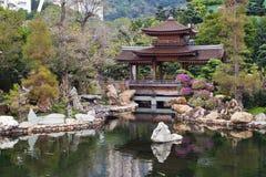 Ponte tradizionale nel giardino di Nan Lian, Hong Kong Immagine Stock Libera da Diritti