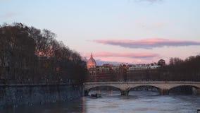 Ponte Umberto o el puente de Umberto I - un puente a través del Tíber en Roma almacen de video
