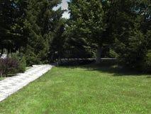 Ponte in un bello giardino Immagini Stock