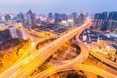 Ponte urbana da separação de categoria no anoitecer Fotografia de Stock Royalty Free