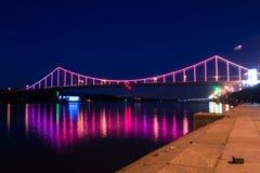 Ponte variopinto sopra il fiume di Dnrpro Fotografia Stock Libera da Diritti