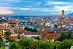 Ponte Vecchio和Palazzo Vecchio,佛罗伦萨,意大利 免版税图库摄影