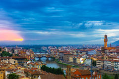Ponte Vecchio和Palazzo Vecchio,佛罗伦萨,意大利 库存照片