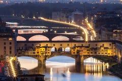 Ponte Vecchio巨大看法在晚上,佛罗伦萨,意大利 免版税图库摄影