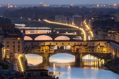Ponte Vecchio巨大看法在晚上,佛罗伦萨,意大利 库存照片