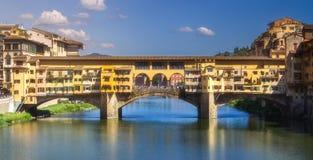 Ponte Vecchio桥梁,佛罗伦萨全景  库存照片