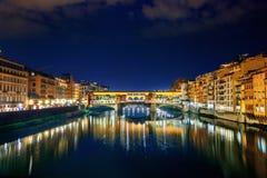 Ponte Vecchio看法在晚上 佛罗伦萨 免版税库存图片