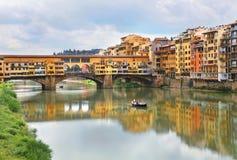 Ponte Vecchio著名曲拱桥梁在佛罗伦萨,意大利 免版税库存图片