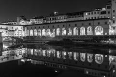 Ponte Vecchio över Arno River, Florence, Italien, Europa Royaltyfri Foto