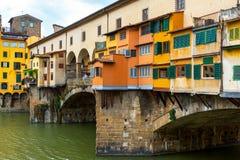 Ponte Vecchio över den Arno floden i Florence, Italien Arkivfoto