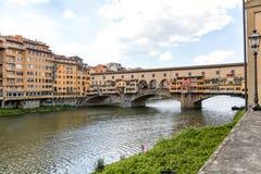 Ponte Vecchio über der Arno-Fluss in Florenz, Italien lizenzfreies stockbild