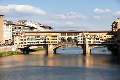 Ponte Vecchio über der Arno-Fluss in Florenz, Italien lizenzfreies stockfoto