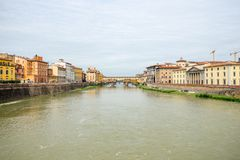 Ponte Vecchio - γέφυρα πέρα από τον ποταμό Arno που βρίσκεται στη Φλωρεντία στοκ εικόνες